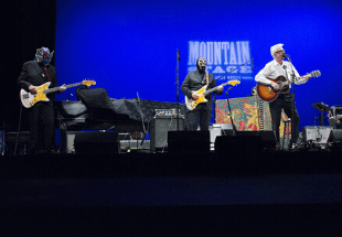 Nick Lowe and Los Straitjackets Perform Together On Mountain Stage