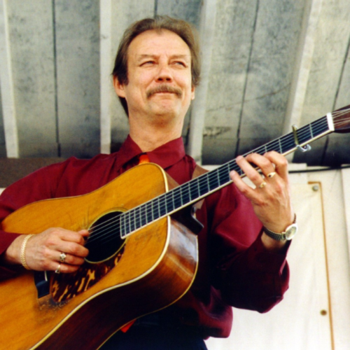 Tony Rice, June 8, 1951 – December 25, 2020, was an American guitarist and bluegrass musician par excellence. He became a member of the International Bluegrass Music Hall of Fame in 2013.